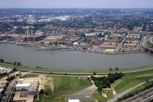 1280px-Washington_Navy_Yard_aerial_view_1985