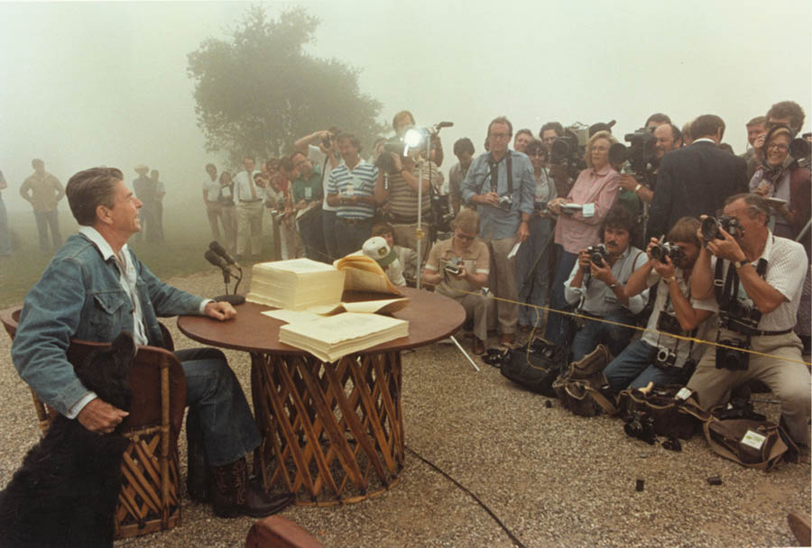 President_Reagan_meets_with_the_Press_1981