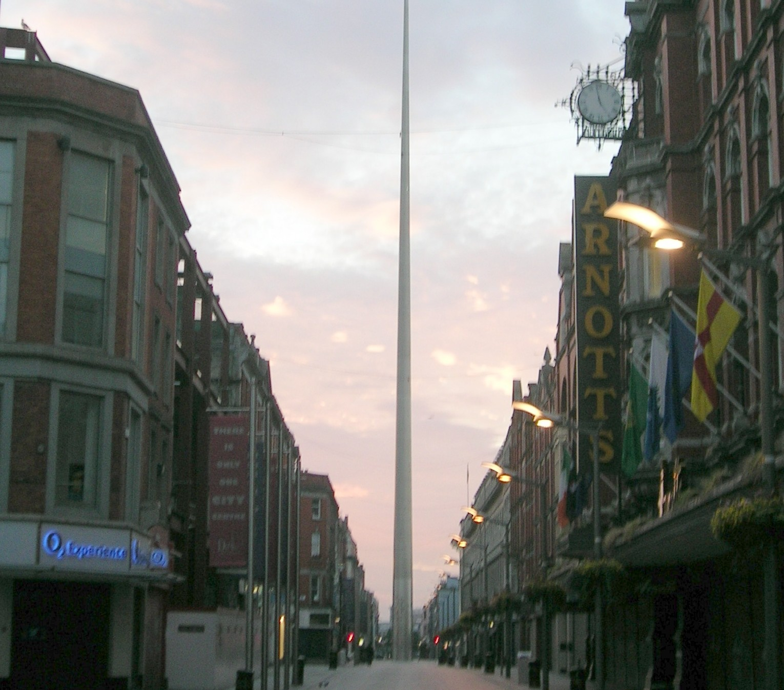 The_Spire_of_Dublin_from_Henry_Street_2006-06-16