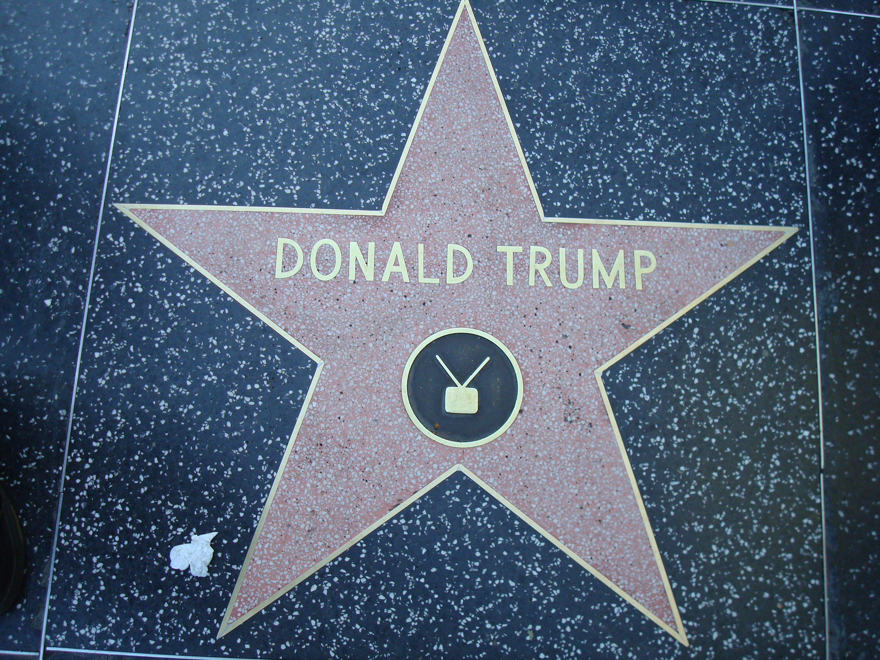 Donald_Trump_star_Hollywood_Walk_of_Fame (1)